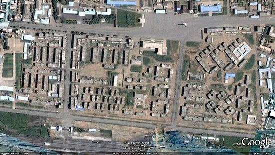 爆発で周辺の建物が消滅した龍川駅周辺 ©Google