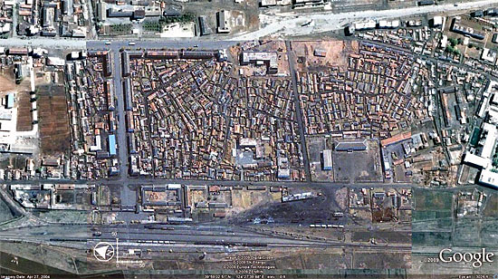 爆発事故前の龍川駅周辺 ©Google
