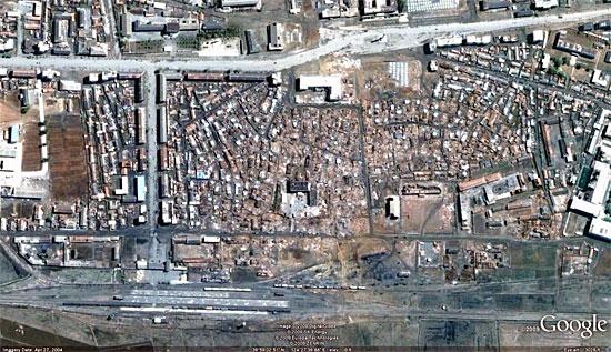 爆発で龍川駅から半径1キロ圏内は廃墟と化した ©Google