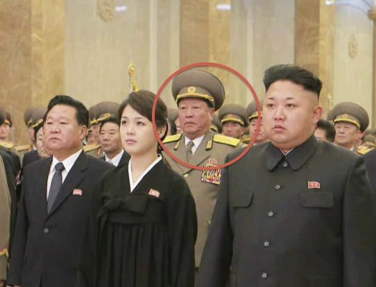 赤い丸で囲まれた人物が崔富一人民保安部長/2014年12月18日付労働新聞