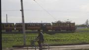 咸興市内を走る狭軌の通勤電車©Clay Gilliland