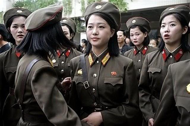 朝鮮人民軍の女性兵士/本文とは関係ありません