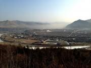 南坪の高台より、霧に包まれた茂山
