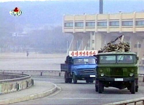 くず鉄を満載して平壌に向かうトラック(本文とは関係ありません)