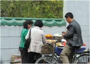 果物を売る北朝鮮の屋台