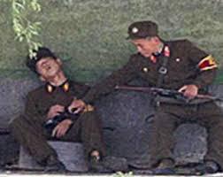 二人の朝鮮人民軍兵士(本文とは関係ありません)