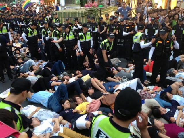 2014年のソウル・クィア・パレードは保守キリスト教団体の妨害により大混乱に陥った。(画像:読者提供)