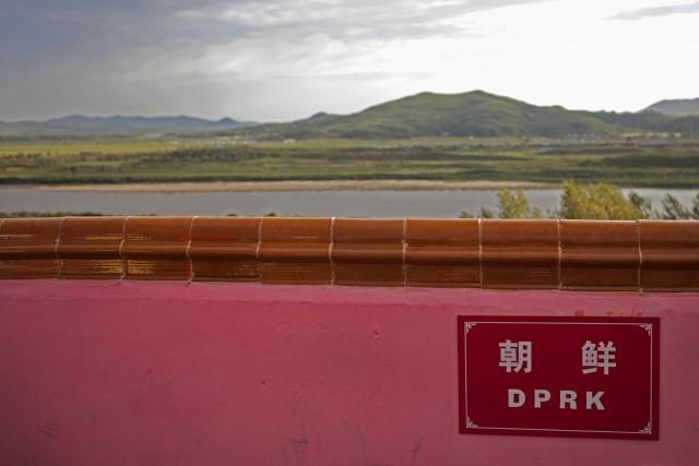 中国琿春市の防川から見た北朝鮮の羅先市 ©Roman Harak
