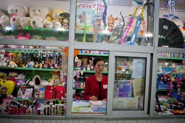 平壌地下鉄駅構内の売店(本文とは関係ありません) ©Matt Paish