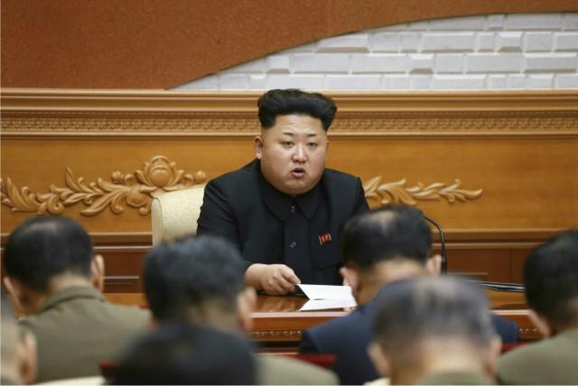 朝鮮労働党中央軍事委員会拡大会議に参加する金正恩氏