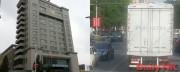 中国丹東の税関(左)丹東市内を走る北朝鮮ナンバーのトラック(右)