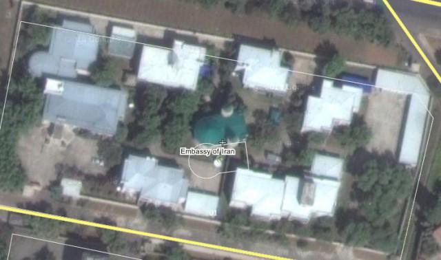 平壌のイラン大使館とその中にある緑屋根のモスク ©Wikimapia