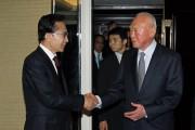 2010年6月にシンガポールを訪れた韓国の李明博大統領(当時)を故リー・クァンユー氏が迎えている。