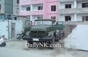マンションの建設現場で使われている中国製のトラック
