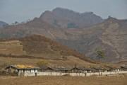 軍事境界線そばの北朝鮮側の山 © RogerShepherd@HikeKorea