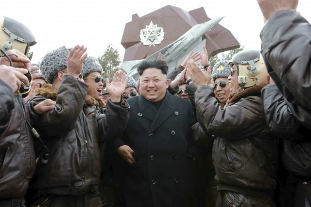 朝鮮人民軍航空・対空軍第447軍部隊を訪問した金正恩氏