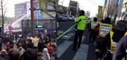 大混乱となったソウルでのセウォル号追悼デモ(左)と整然とした光州でのセウォル号追悼デモ(右) (画像:今日のユーモア)
