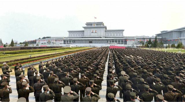 北朝鮮の平壌で開かれた朝鮮人民軍の式典/2015年4月13日付労働新聞より
