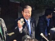 警察の家宅捜査を受け、マスコミの取材に答える許宗萬総連議長/2015年3月26日