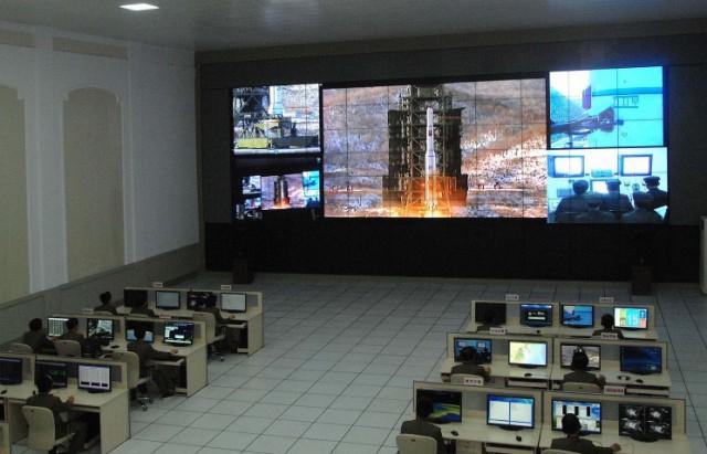 参考写真:平壌龍城区域にある衛星管制総合指揮所