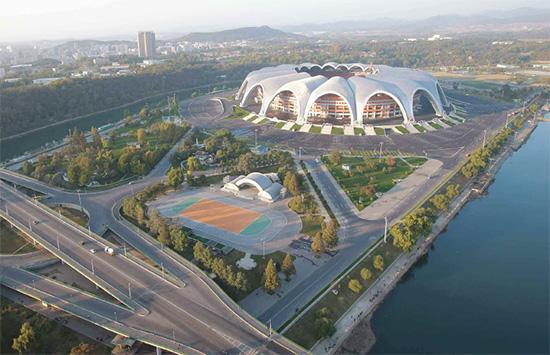 1989年「世界青年学生祝典」のために、北朝鮮が無理して作った綾羅島メーデー・スタジアム