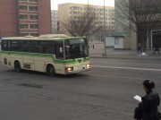 平壌市内の高麗ホテル前を走る、元大阪市営バスの車両(画像:読者提供)