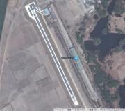 金正恩氏別荘専用の滑走路、ヘリポート(北端)、駅(右) (画像:Google map)