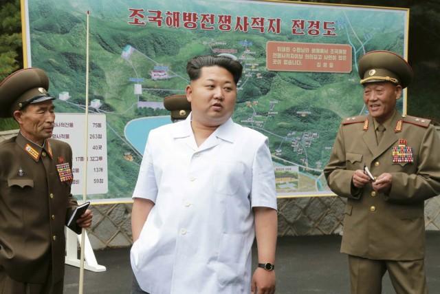 朝鮮戦争史跡地を現地指導する金正恩氏/2015年6月9日付労働新聞より