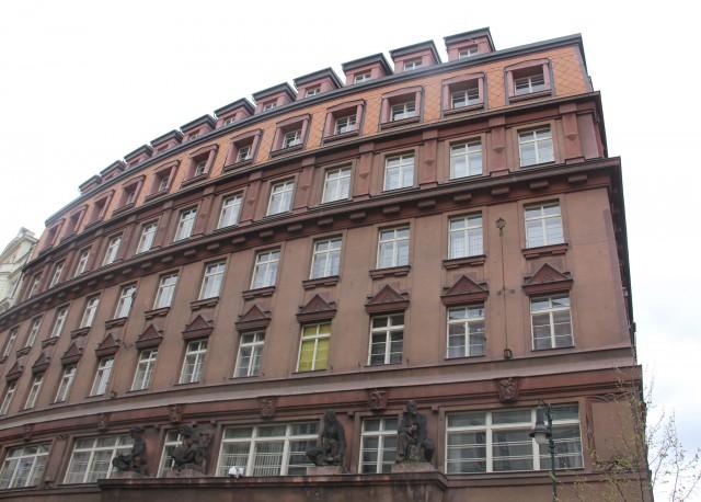 共産主義時代にチェコ秘密警察StBの本部があった建物(画像:Laika ac)