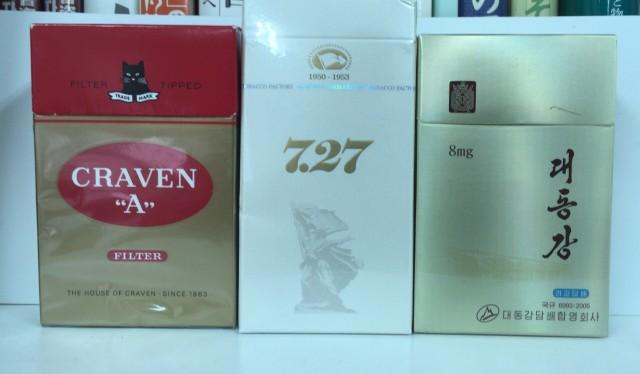 北朝鮮製のタバコ。クラベン(左)、727(中)、大同江(右)