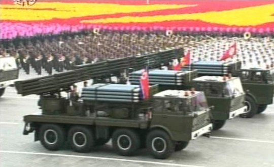 2010年10月の軍事パレードに登場した122ミリ多連装ロケット