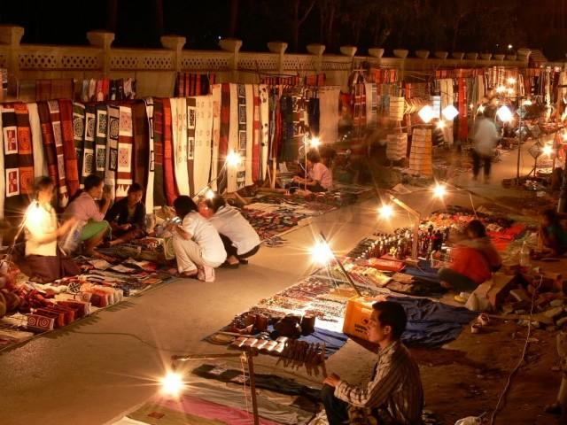 ルアンパバーンのナイトマーケット(画像:ラオス政府観光局)