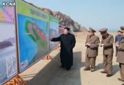 2015年3月、金山浦塩辛加工工場と金山浦水産事業所の建設場を現地指導する金正恩氏/朝鮮中央通信