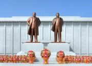 恵山市に完成した金日成氏、金正日氏の銅像(画像:労働新聞)