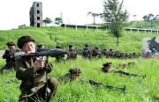 準軍事組織「労農赤衛軍」の隊員たち。このように軍服を着た民間人は北朝鮮に非常に多い。(画像:我が民族同士)