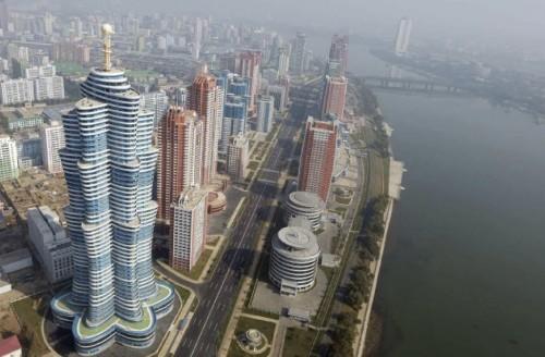 未来科学者通りの高層住宅(2015年10月21日付労働新聞より)