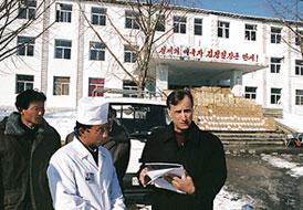 ワシントンポストの記者スティーブン・グレイン氏が平安北道の定州人民病院を訪れている(画像:Stephen Glain @ www.washingtonpost.com)
