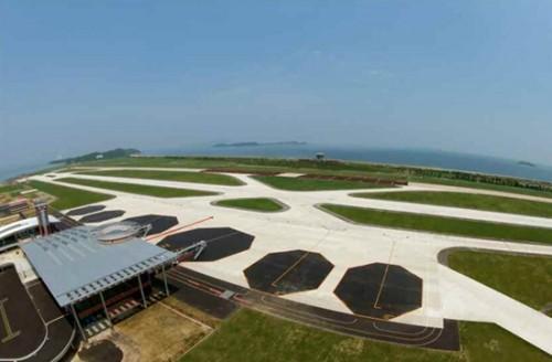 新設された元山国際空港の滑走路とターミナル(画像:労働新聞キャプチャー)