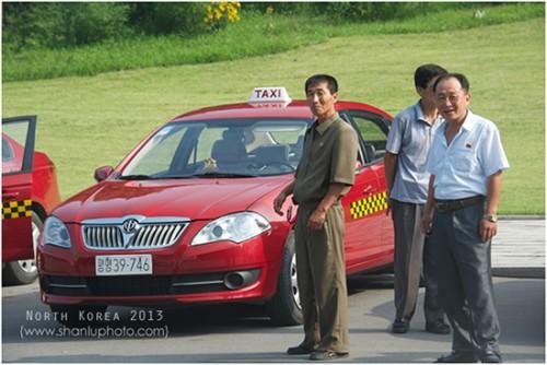平壌産院から退院する母子のための専用タクシー(画像:芦芦)