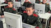 コンピュータ教育を受ける北朝鮮の軍人