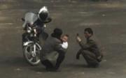 携帯電話を使用する北朝鮮の人々(資料写真)
