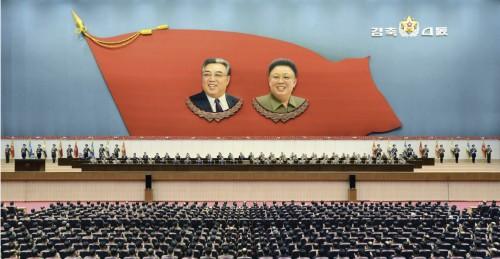 金正恩氏の朝鮮人民軍最高司令官推挙4周年記念大会の様子(2015年12月30日付労働新聞より)
