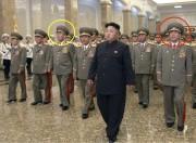 左の黄色い丸で囲った人物が昨年5月に処刑された玄永哲前人民武力相。右の赤い丸で囲った人物が2月に処刑されたと見られている李永吉総参謀長