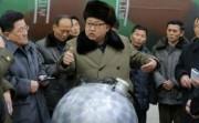 核兵器開発を指導する金正恩氏(朝鮮中央通信)