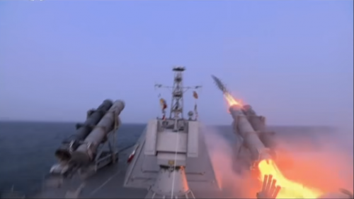 対艦ミサイルの試射場面