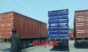 鋼材を載せたコンテナトラックが、中国丹東で北朝鮮行きを待っている(画像:デイリーNK内部情報筋、6月1日撮影)