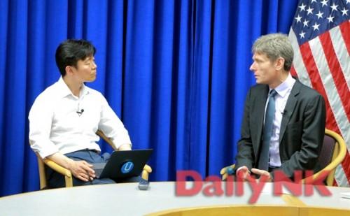 デイリーNKなどのインタビューに答えるマリノフスキー米国務次官補
