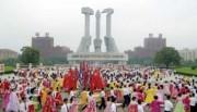 朝鮮戦争勝利63周年を祝う青年学生たちの舞踏会(2016年7月27日付労働新聞より)