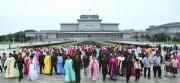 錦繍山太陽宮殿を参拝する平壌市民(2016年7月28日付労働新聞より)