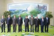 キューバ共産党特使と会談した金正恩氏(2016年7月1日付労働新聞より)